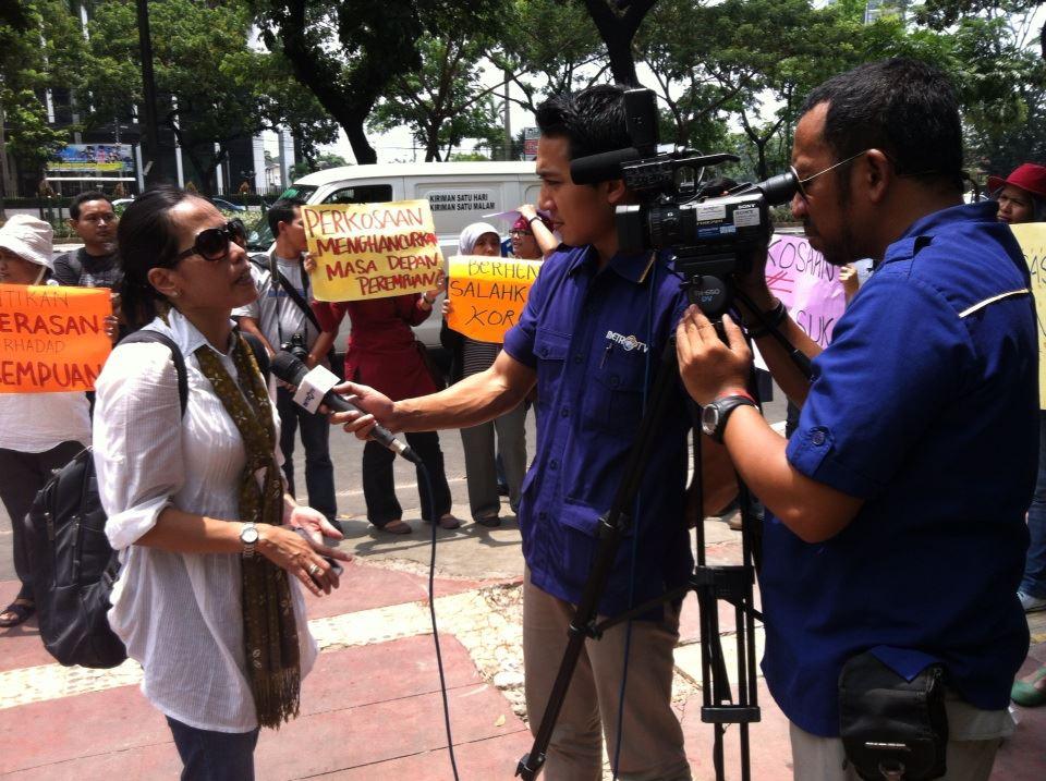 Aksi di depan kemendikbud- kasus Kekerasan Seksual Anak