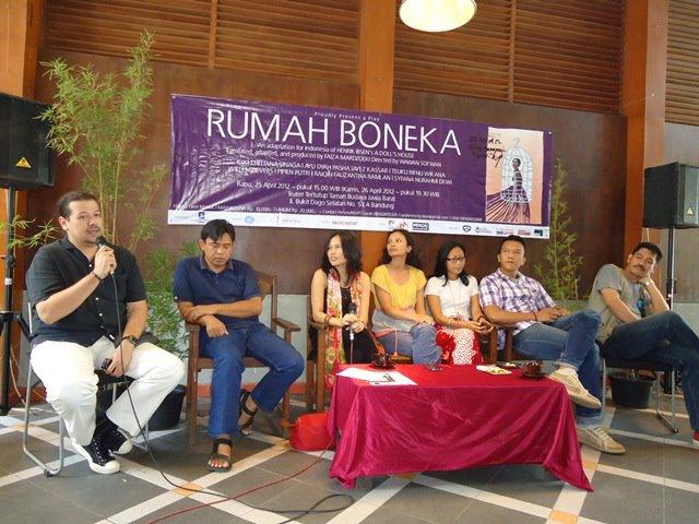 Press conference Rumah Boneka di Gedung indonesia Menggugat, April 2012, jpg